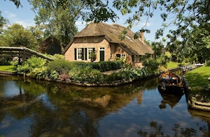 Private day tour to Giethoorn and The Enclosing Dike