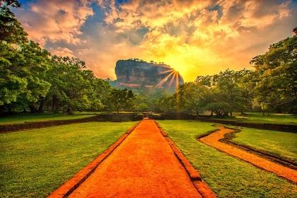 Sigiriya-Rock-Fortress-1.jpg