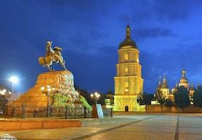 Panoramic Illuminated Kyiv by Night Private Tour