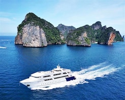 PHUKET Join Tour: Phi Phi Island by Luxury Boat with Lunch