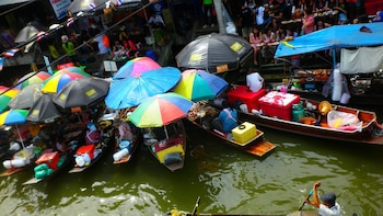 Private Amphawa Floating & Maeklong Railway Market Day Tour