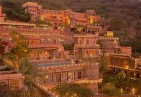 Private Day tour to Neemrana Fort from Delhi with transfers