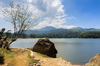 Bandung, Rock of Love, Situ Patenggang, Ciwidey (587)_shutterstock_332471942.jpg