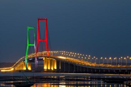 Surabaya_Suramadu Bridge_112947565 SR.jpg