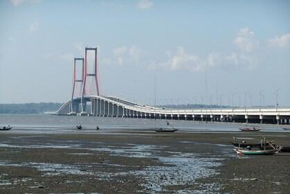1280px-Suramadu_Bridge_5.jpg