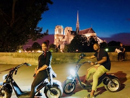 Night Tour Of Paris in electric scooter - 120min