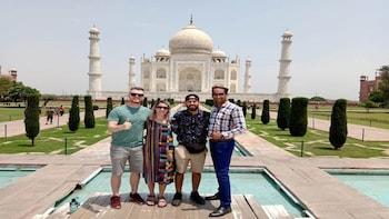 Private Sunrise Taj Mahal & Agra Fort Tour from Delhi by Car