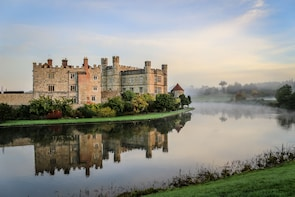 Small Group 1 Day Tour: Canterbury, Dover and Leeds Castle