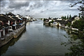 Shore Excursion: Private Zhujiajiao and Shanghai City Tour