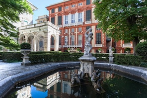 Aquarium of Genoa and Rolli Palaces guided tour