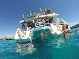 2-hour trip in a Glassbottom Catamaran along the East Coast