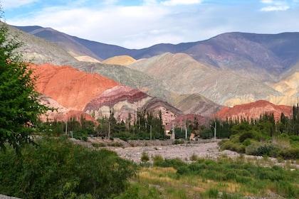 Cerro de 7 Colores - Pueblo de Purmamarca - Jujuy - Argentina - Agencia Tiamar Travel EVT Salta 3.jpg