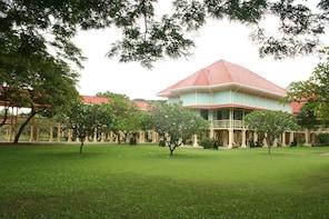 Hua Hin Petchburi and Maruekathaiyawan Palace Tour