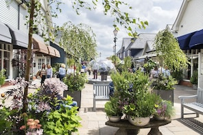 Bicester Village Day Trip from London - Shopping Express ®