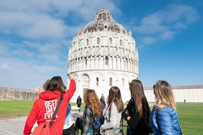 Pisa Small Group Sightseeing Tour with Local Snacks