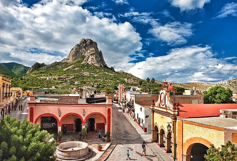 Show item 1 of 4. Magical towns of Querétaro and mexican wine