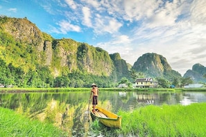 Makassar River Cruise, Karst and Mists Private Tour