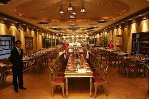Dinner in Lahore at Bukhara Restaurant Pearl Continental with Dance Music