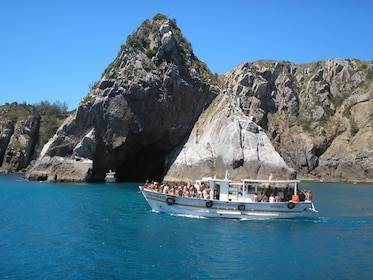arraial-do-cabo-gruta-azul-foto-secretaria-municipal-de-turismo-de-arraial-do-cabo.jpg