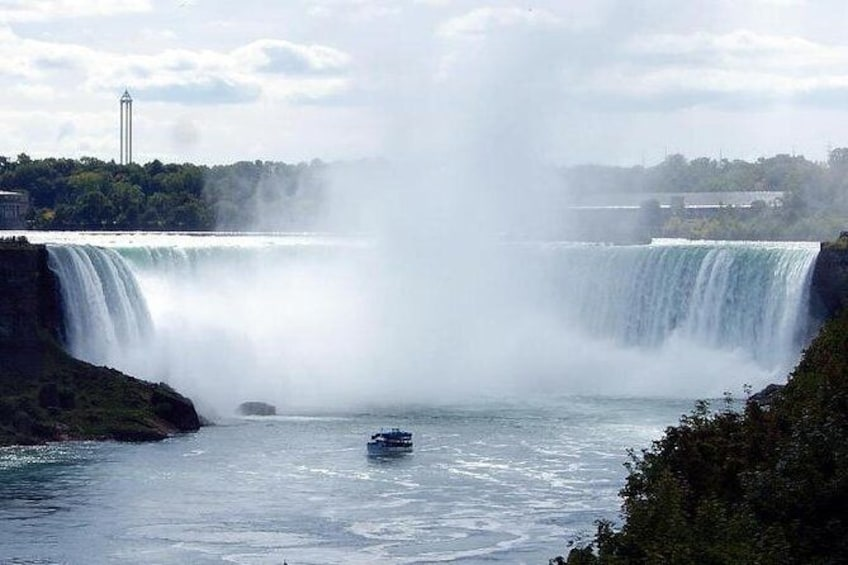 Show item 4 of 6. Niagara Falls Platinum Tour from Toronto with Cruise and Lunch