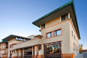 Frank Lloyd Wright's Historic Park Inn Hotel and City National Bank Tours