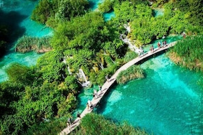 Plitvice lakes excursion , no guide ,no group , entrance ticket not include...