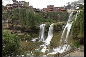 Private Transfer from Zhangjiajie to Fenghuang and stops at Furong old town