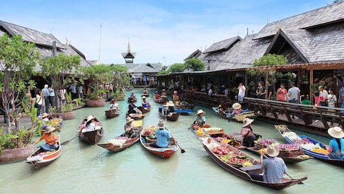 COMBO Pattaya Floating Market Admission + Transport