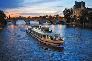 Bistro-Style Seine River Dinner Cruise on board PARIS EN SCENE