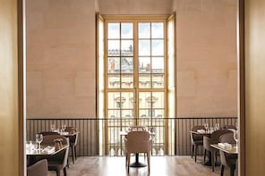Skip the Line: Versailles Palace Entrance Ticket and Breakfast at Ore Resta...