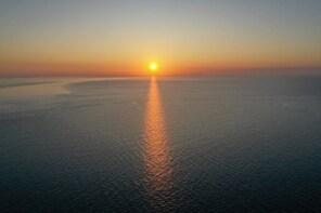 Beyond Waves, Kleftiko Sunset