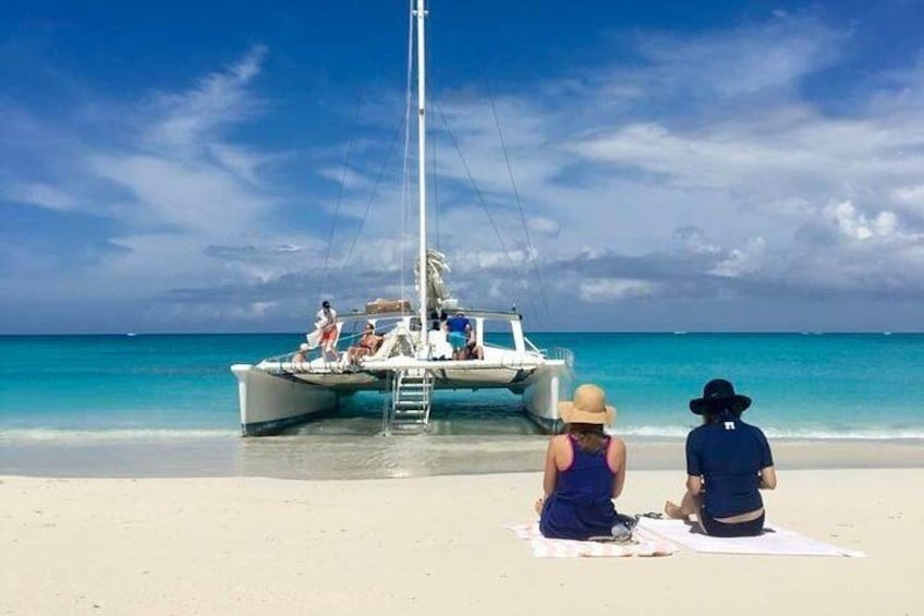 4 Hour Group Catamaran Sail and Snorkel Tour from Grace Bay, Providenciales
