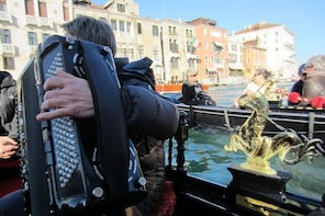 Venice: Shared Serenade Gondola Tour - 30 minutes