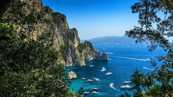 CAPRI BOAT TOUR - Cruise/Small Group from Sorrento