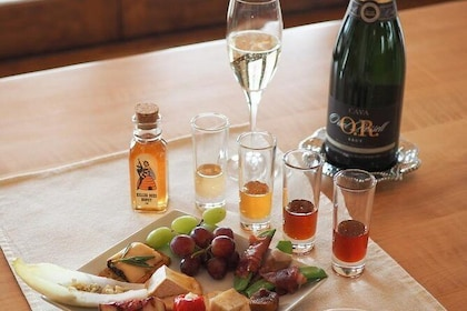 Honey tasting & food pairing - with champagne of course! Special selection for bachelorette parties, birthday parties.