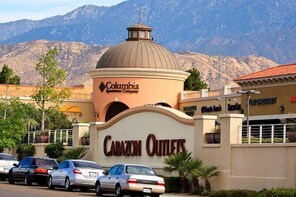 Shop and Play Cabazon Outlets
