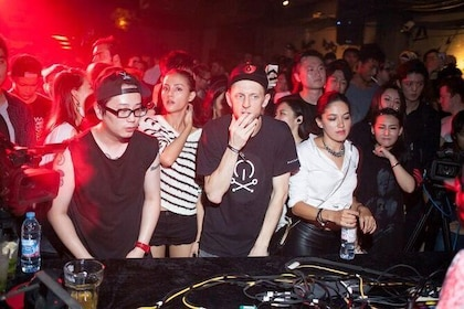 Exclusive!A club tour only for Shanghai underground culture music Free drinks!