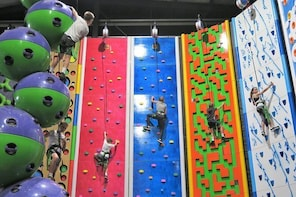 Indoor Climbing and Virtual Reality Adventure