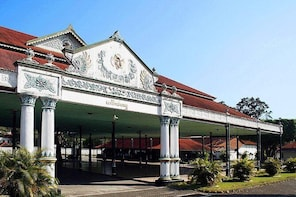 Best City Tour Visit Sultan Palace, Water Castle and Prambanan