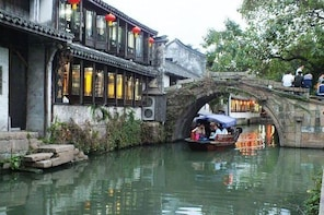 Suzhou Private Transfer to Zhouzhuang Water Town with Shanghai Drop-off Opt...
