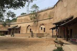 Explore Disappearing Cave Village in xi'an Countryside and Terra-cotta Amry