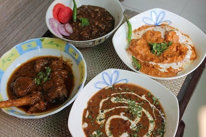 Punjabi Cooking and Dining Experience with a Local in New Delhi