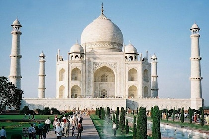 Agra City Tour with Guide and Tempo Traveller