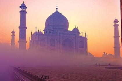 Overnight Agra Tour from Delhi with Hotel Accommodation, Private Car and Driver