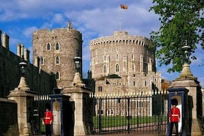 Private One Way or Return Transfer : London to Windsor Castle or LEGOLAND