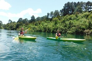 2-Hour Waikato River Guided Kayak Trip from Taupo