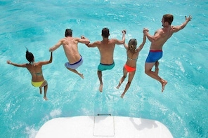 8-Hour Private 42' Sea Ray Yacht Tour to Palancar Beach w/Food, Open Bar &m...