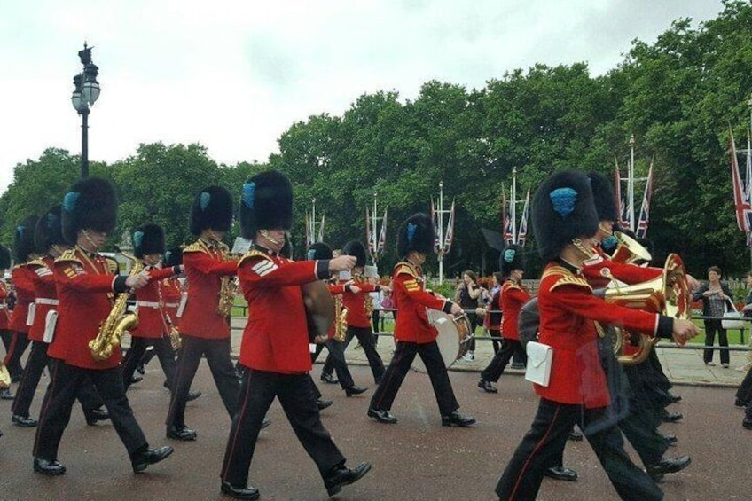 Buckingham palace changing of the guards ceremony