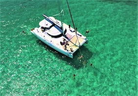 Cozumel Catamaran Sail and Snorkeling with Open bar & Lunch