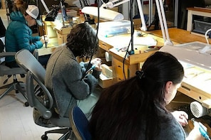 Experience metalsmithing like a real jewellery artist!